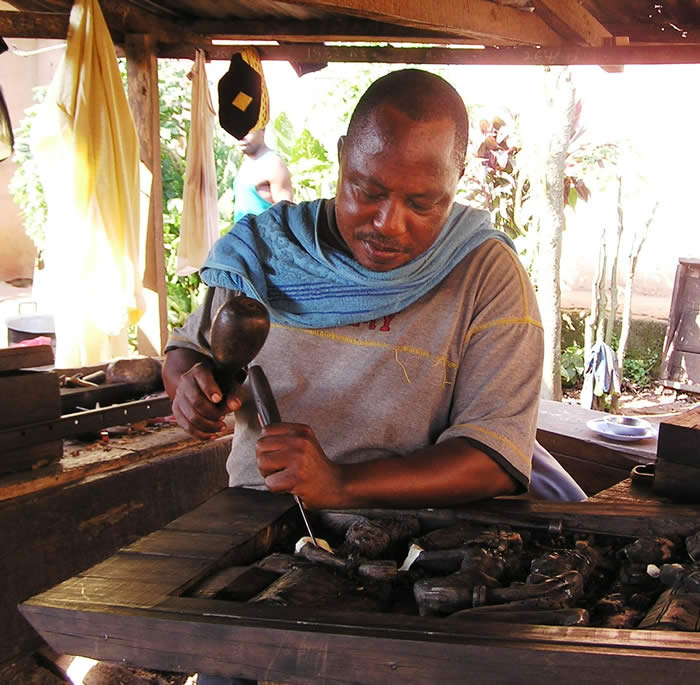 Owie - Master carver specializing in African Carvings, Abstracts, realistic masks, Art
